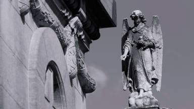 Os anjos serafins: adoradores de fogo