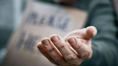 Estende tua mão ao pobre