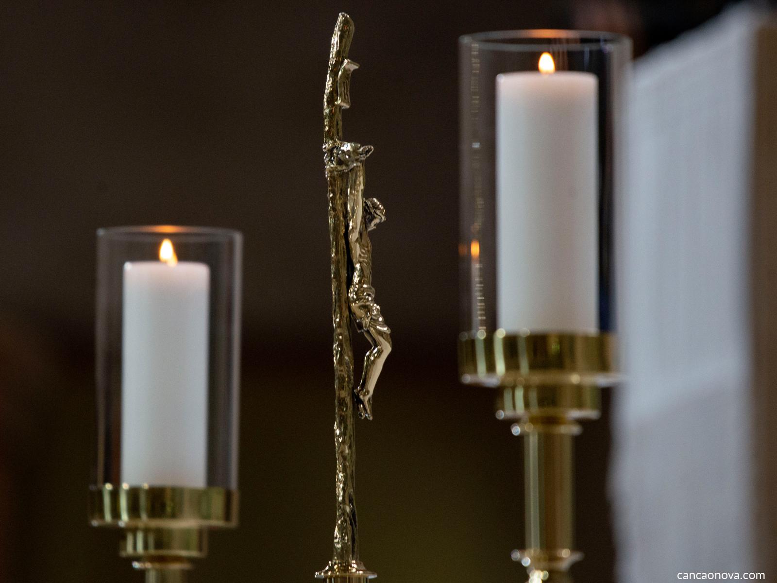 Você sabe como é a disposição das velas no altar