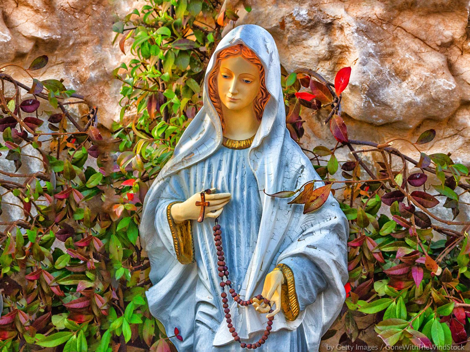 Maria, mulher de oração contínua e singela