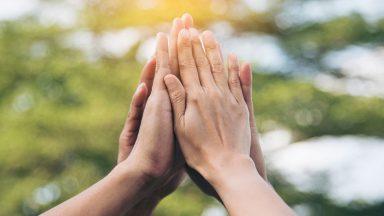 Exercitar a fraternidade e o diálogo, compromisso de amor