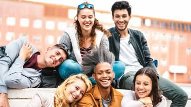 Como posso construir boas amizades ao longo da vida?