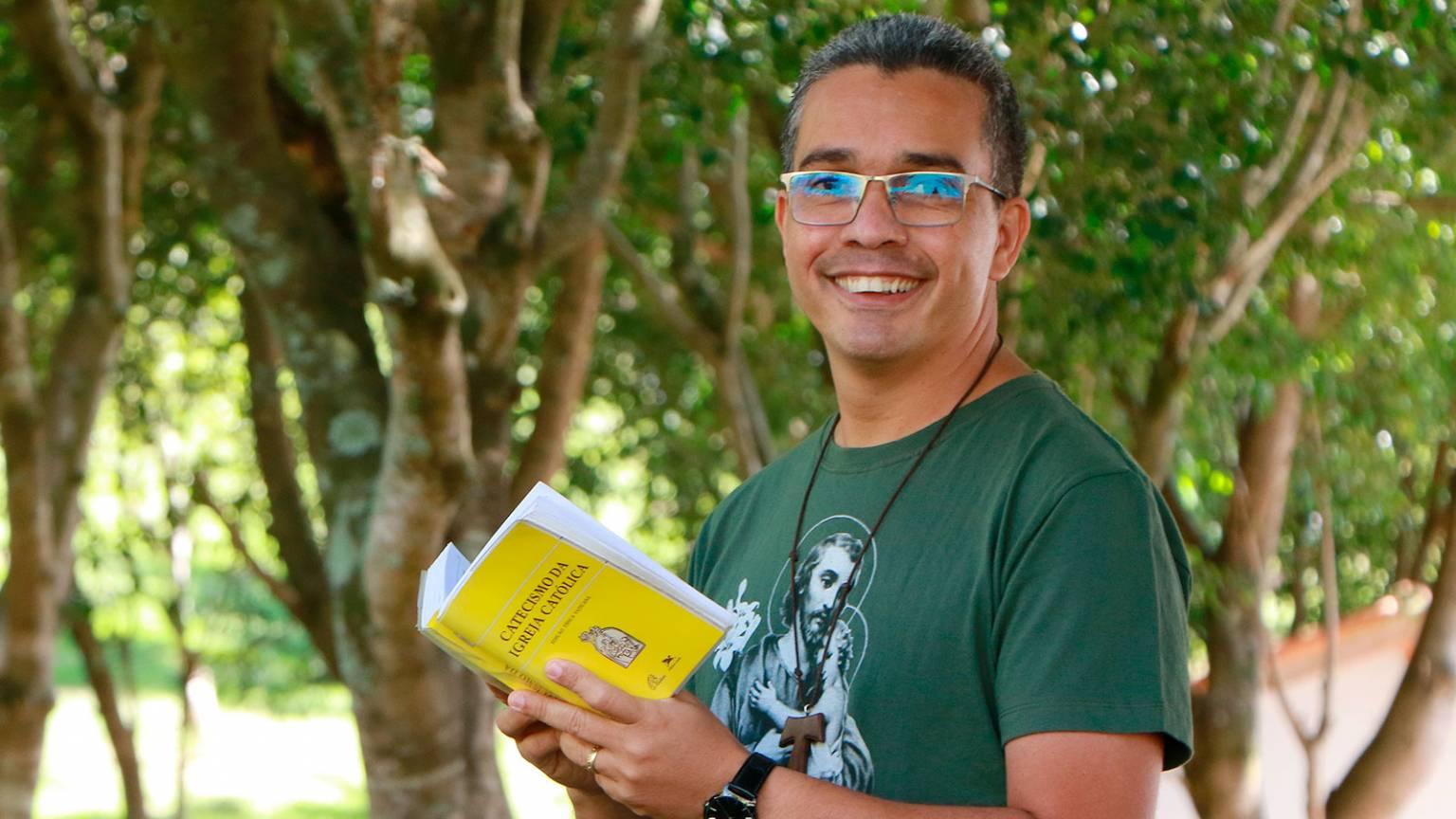 formacao_-tempo-de-se-viver-a-comunhao-da-caridade_alexandre-oliveira-1536x864.jpg