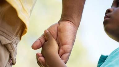 Como os pais influenciam no comportamento dos filhos?