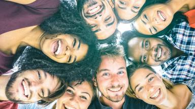 Como um jovem pode evangelizar outros jovens?