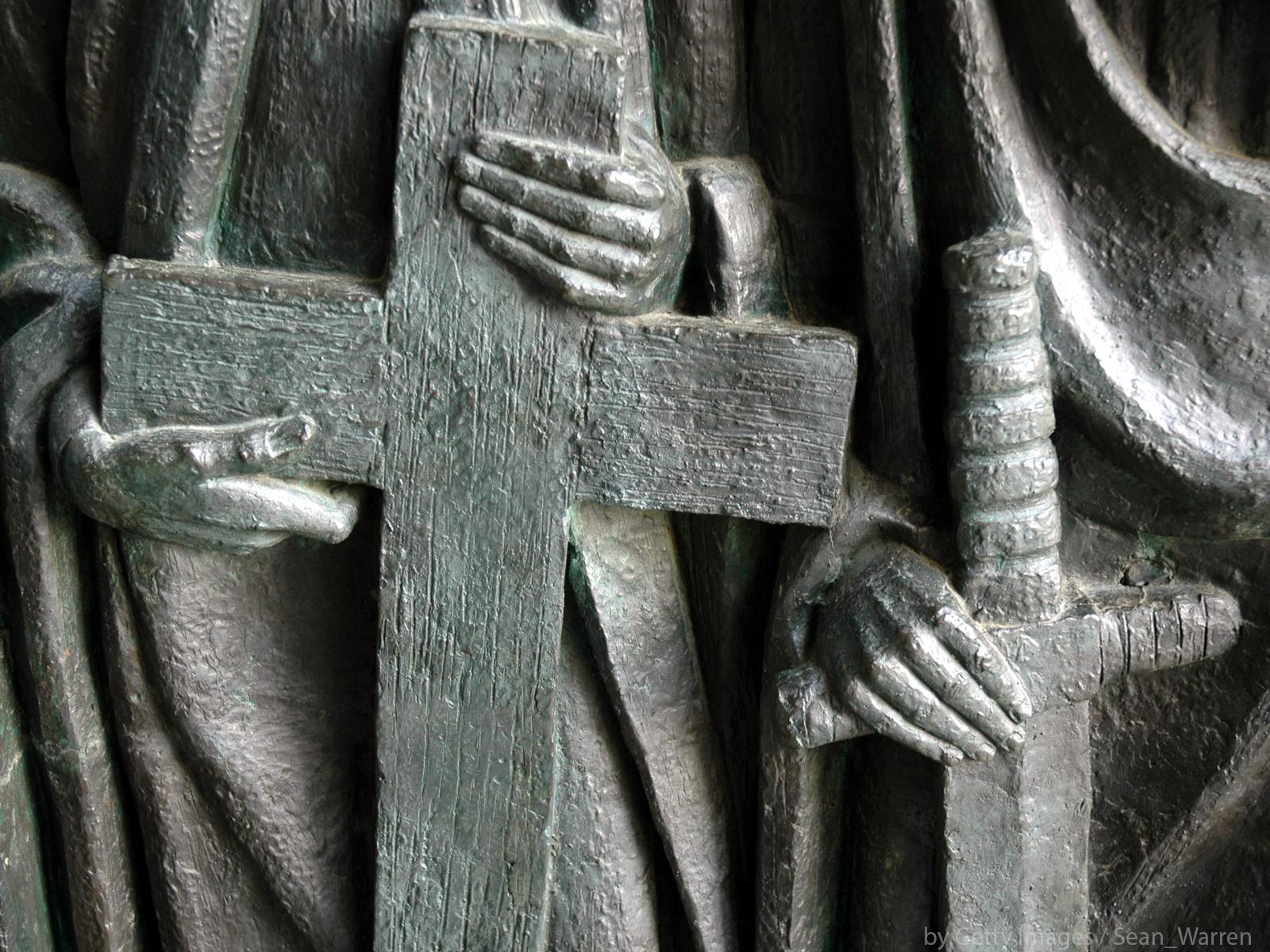A cruz, as chaves e a espada