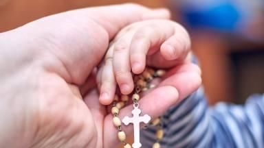Como rezar o terço pelos filhos?