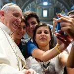 Papa Francisco é o padre de todas idades