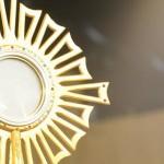 Padre Rafael Solano e Daniel Godri Jr ministram pregação em dia de louvor na CN