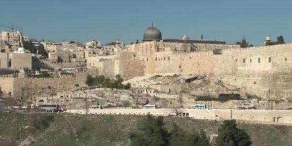 Bispos italianos na Faixa de Gaza levam esperança em meio aos escombros