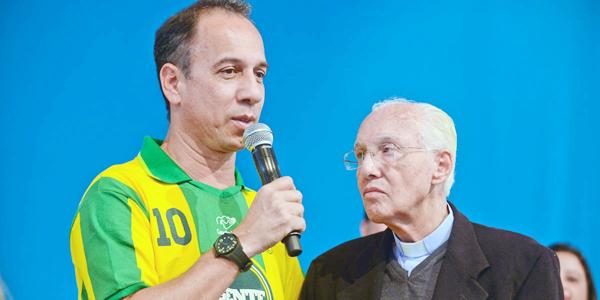Dunga conta sobre sua experiência com Monsenhor Jonas Abib