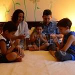 A oração familiar mantém a fé viva