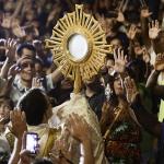 A adoração é uma das fontes que sustenta a vida do cristão