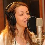 Adriana Arydes fala sobre família e carreira musical
