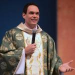 TVCN transmite missa presidida por Padre Adriano Zandoná