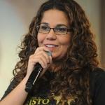 Eliana Ribeiro participa do programa Sorrindo pra Viva