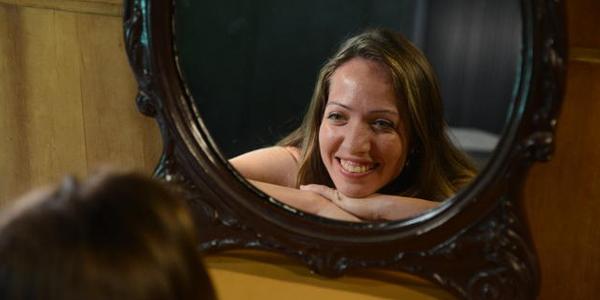 Dermatologista ensina cuidados com a pele, cabelo e unhas