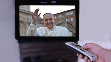 Santa Missa com o Papa Francisco, de segunda a sábado, às 01h50