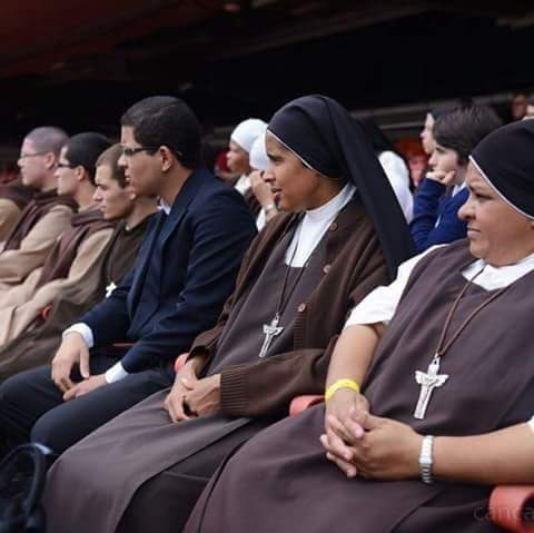 Jonathan Silva e as freiras e os freis do Carmelo mensageiros do Espírito - 2015
