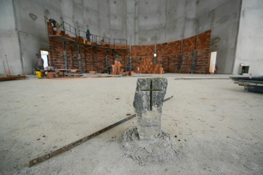 Pedra fundamental da construção do Santuário do Pai das Misericórdias.