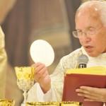 Monsenhor Jonas Abib celebra missa no Santuário