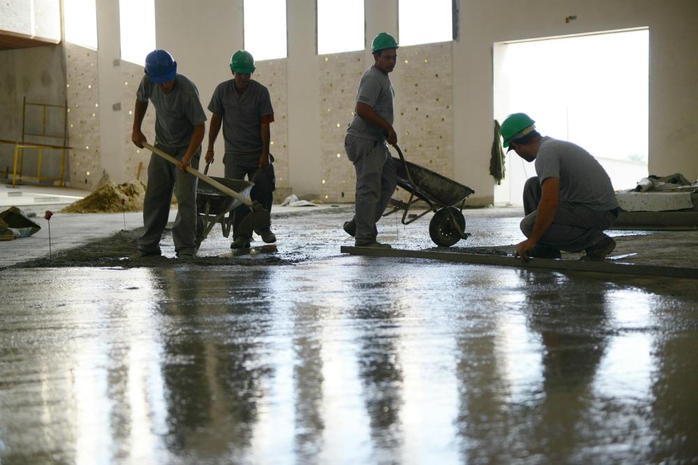 Operários na construção do Santuário do Pai das Misericórdias
