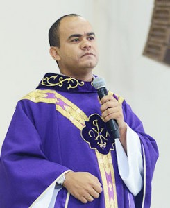 padre Sandro Magalhães