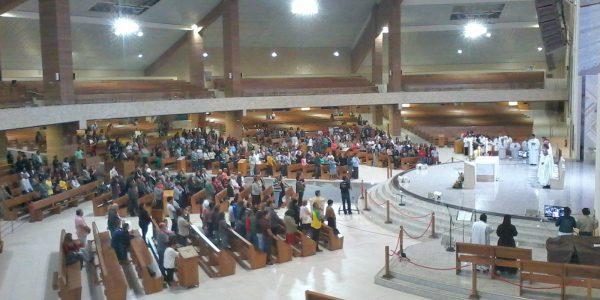 Assembleia na Santa Missa da abertura da Novena do Pai das Misericórdias
