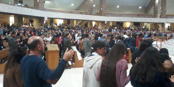 Assembleia presente no Santuário do Pai das Misericórdias