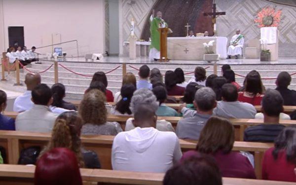 A Santa Missa do Clube da Evangelização acontece às quartas-feiras, às 20h, no Santuário do Pai das Misericórdias.