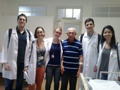 José Maria com a equipe médica (Arquivo pessoal)