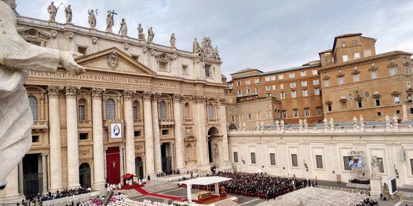 Cerimônia da abertura da Porta Santa, na Basílica de São Pedro (Foto:cantonuovo.eu)