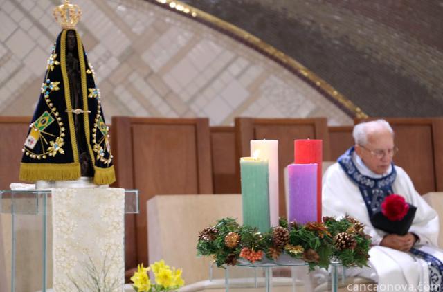Na solenidade da Imaculada Conceição, celebramos o aniversário sacerdotal do Monsenhor Jonas (Foto: Daniel Mafra/cancaonova.com)