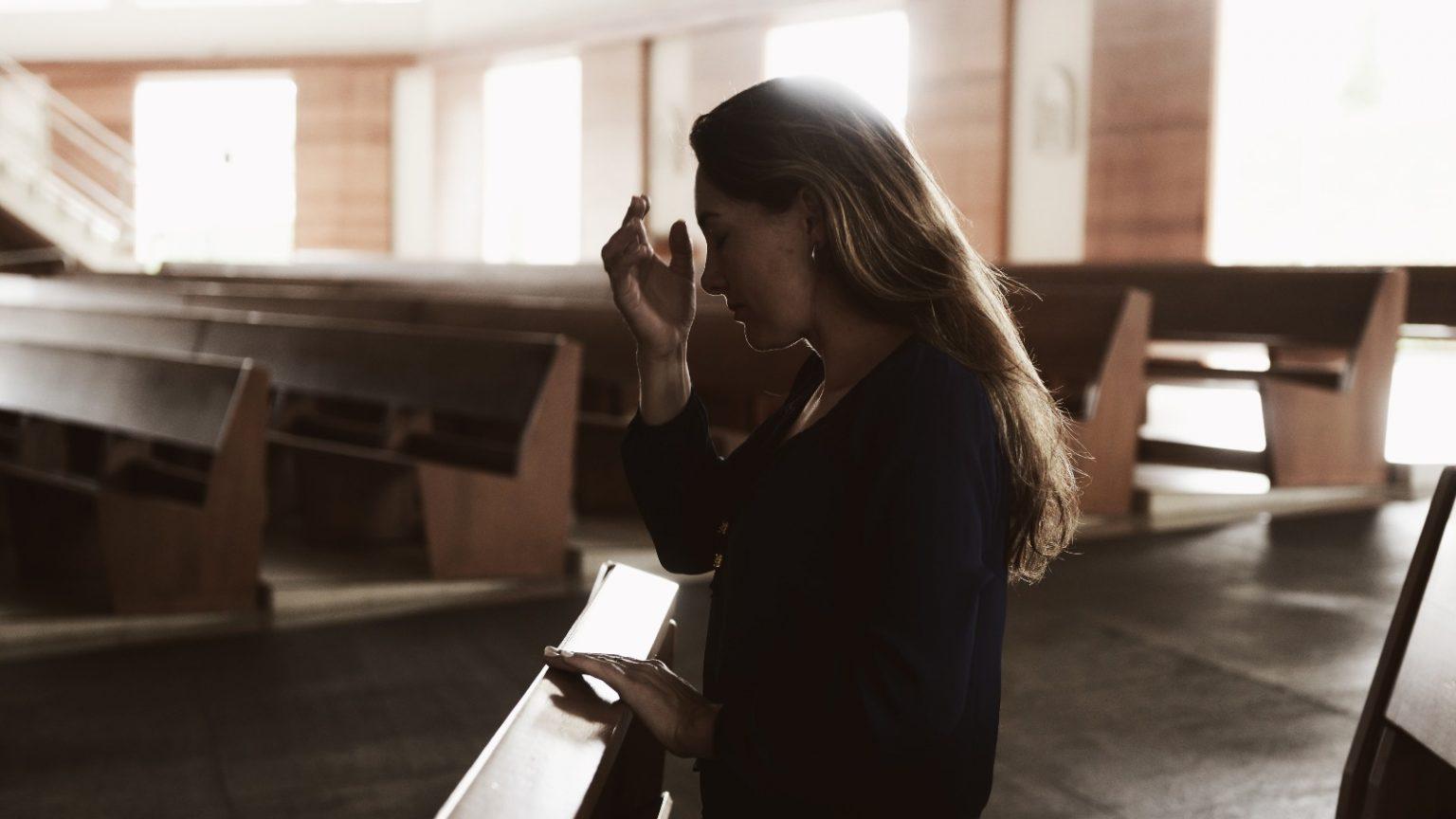 fé-oração-rezar-refletir-reflexão-igreja-sinal-da-cruz-meditar-esperança-Rosiane-Foto_-Wesley-Almeida-1536x864.jpg