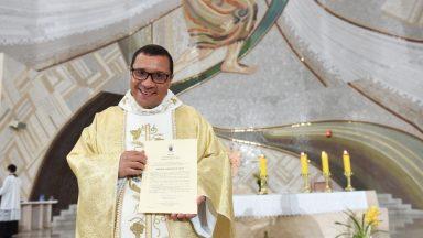 Padre Wagner faz sua estreia no programa Oração ao Pai as Misericórdias