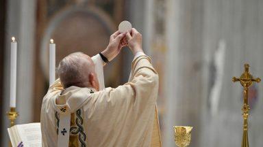 Papa Francisco preside Santa Missa de Páscoa na Basílica de São Pedro