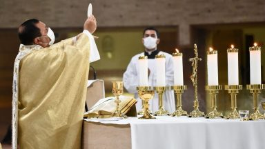"""""""Jesus Eucaristia nos faz um apelo à reconciliação"""""""