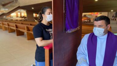 Atendimentos de confissão, no Santuário do Pai das Misericórdias