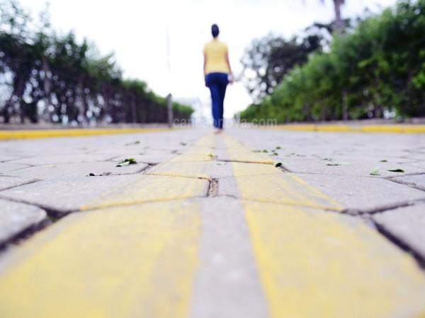 para-frente-e-que-se-caminha