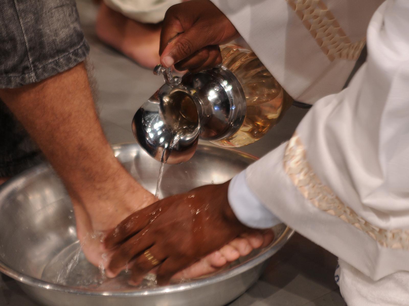 quinta-feira-santa-e-jesus-nos-ensina-o-que-e-humildade
