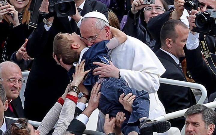 Papa encoraja fiéis a seguirem sempre em defesa da vida