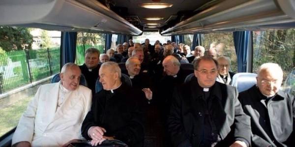 Papa conclui retiro espiritual e retorna ao Vaticano