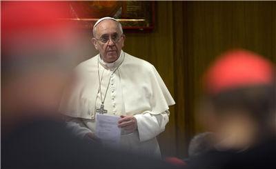 Francisco se reúne com líderes da Cúria Romana