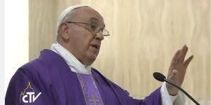 Cruz não é enfeite, diz Papa ao falar do cristianismo