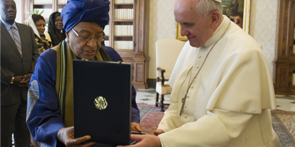 Papa Francisco recebe presidente da Libéria no Vaticano