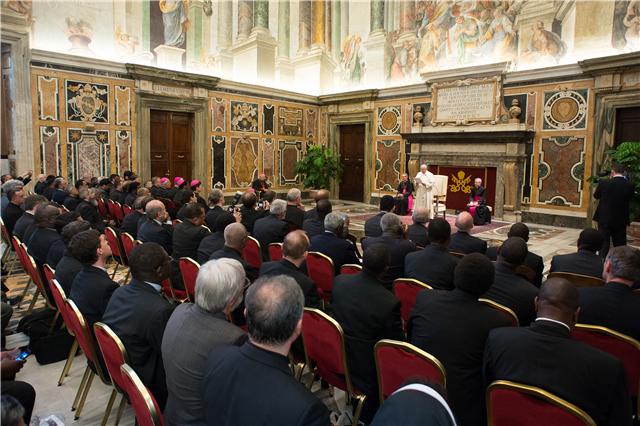 A Igreja deve acolher os pobres com amor preferencial, diz Papa