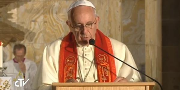 Francisco se encontra com religiosos na Igreja do Getsêmani