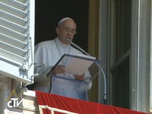 Papa reza pelos Pastores da Igreja e pelas vocações