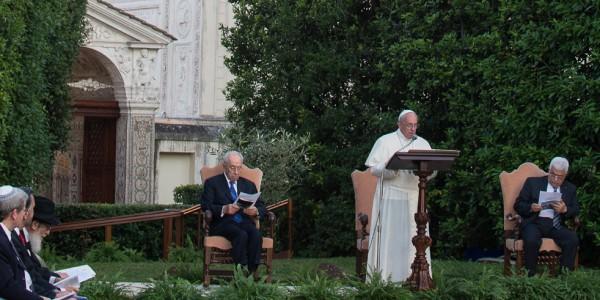 Papa Francisco, Abbas e Peres rezam pela paz na Terra Santa