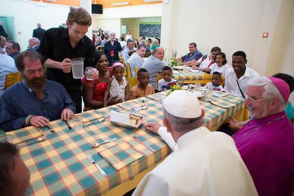 Papa Francisco almoça com pobres assistidos pela Cáritas